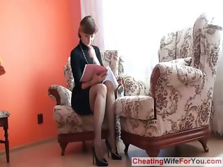 TURE LADY SHOWS PUSSY