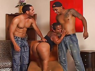 AZILIAN BUBBLEBUTT MILF MIDGET 3WAY
