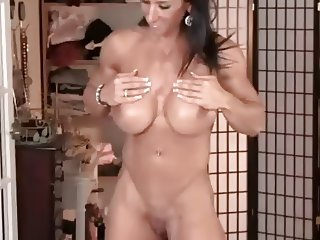 Muscle women Elisa and Denise rub their pussies and big clit