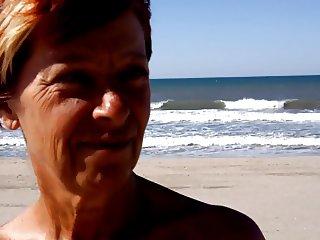 elodie nue sur la plage