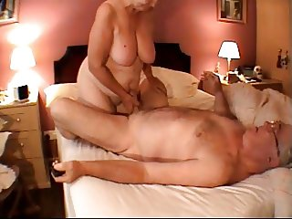 ANNY HANDJOB MASSAGE