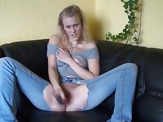 Blonde Hexe Squirt Dirty Talk in Jeans
