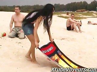 T GIRL STRIPS OFF BIKINI ON PUBLIC BEACH