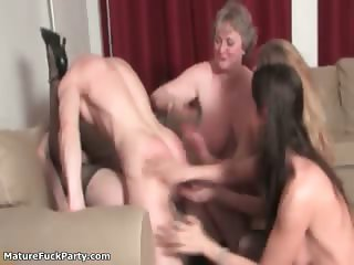 Young guy fucks hard a mature woman part6