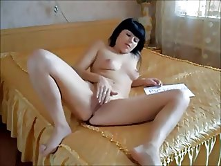 black haired college chick on real homemade