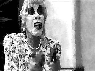 Trailer Mrs. Jiggles 2013